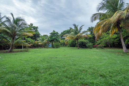 cumana-bay-exterior-grounds-2-the-overseas-investor
