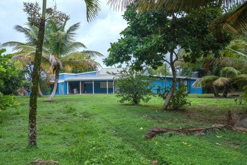 cumana-bay-exterior-grounds-3-the-overseas-investor