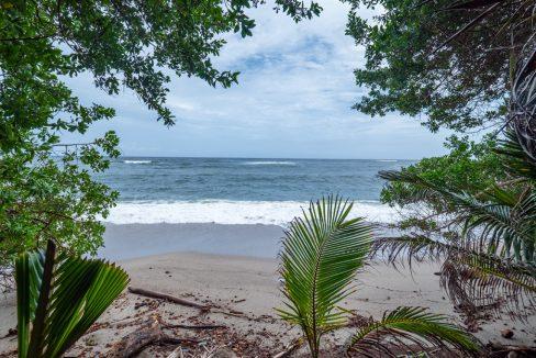 cumana-bay-porchto-beach-14-the-overseas-investor