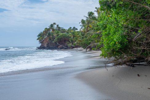 cumana-bay-porchto-beach-16-the-overseas-investor