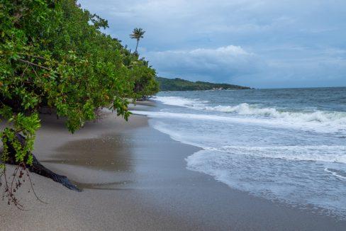 cumana-bay-porchto-beach-17-the-overseas-investor