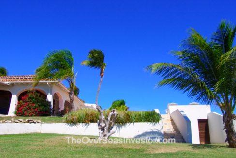 blue-escapes-Antigua-3-the-overseas-investor